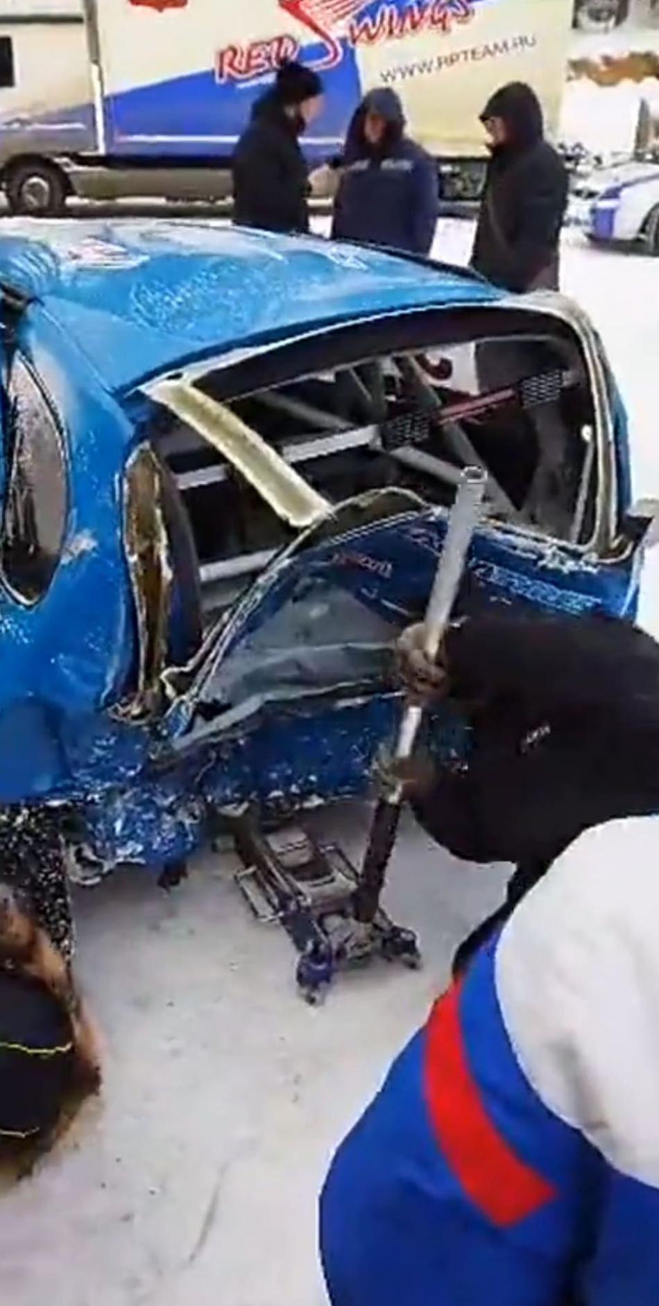 Поврежденный автомобиль Олега Жаворонкова