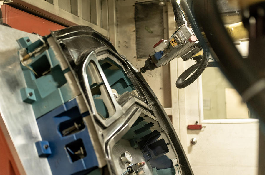 В Израиле придумали инъекции углепластика в автомобили
