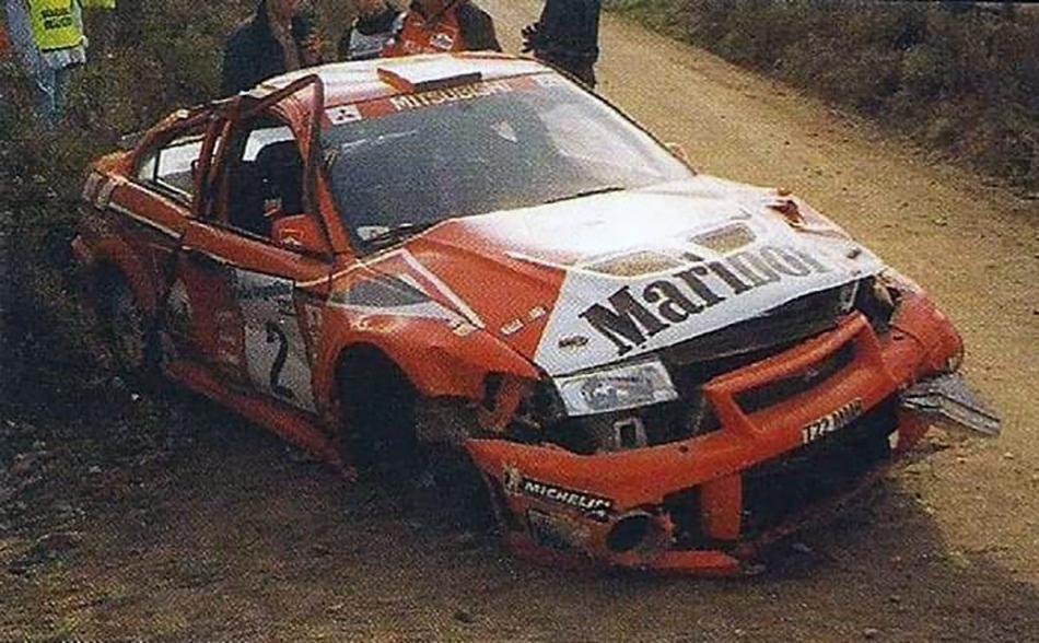 разбитая Mitsubishi Carisma GT Evolution VI
