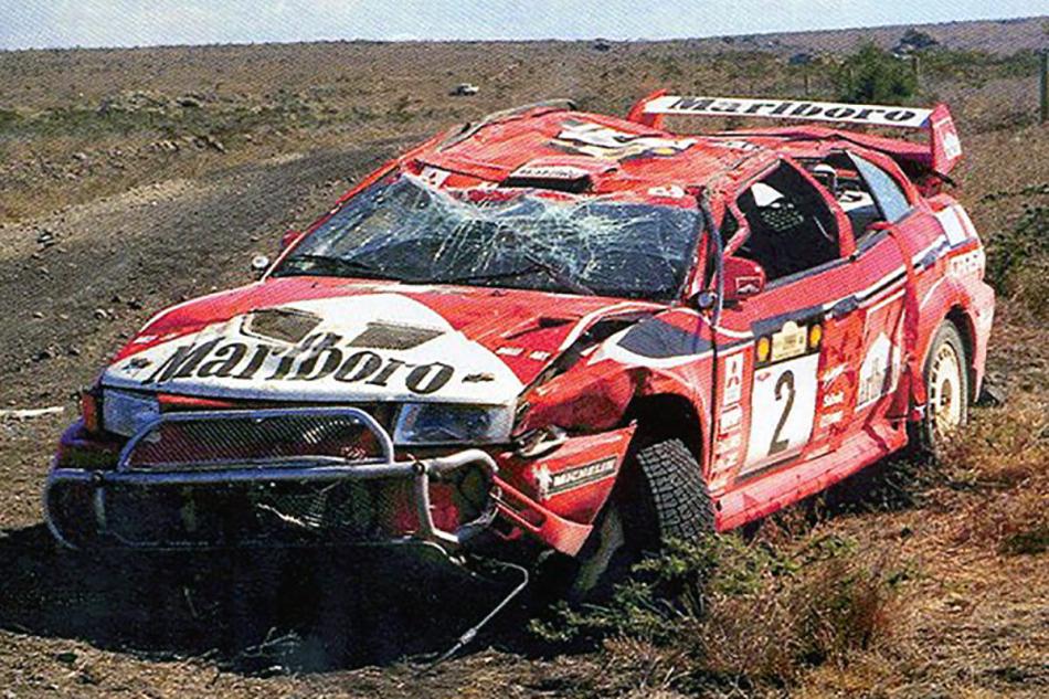 разбитый Mitsubishi Carisma GT Evolution VI