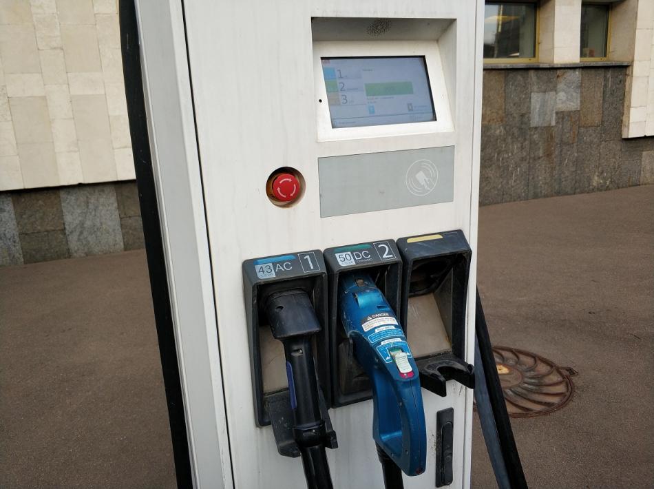 зарядки для электромобилей москва