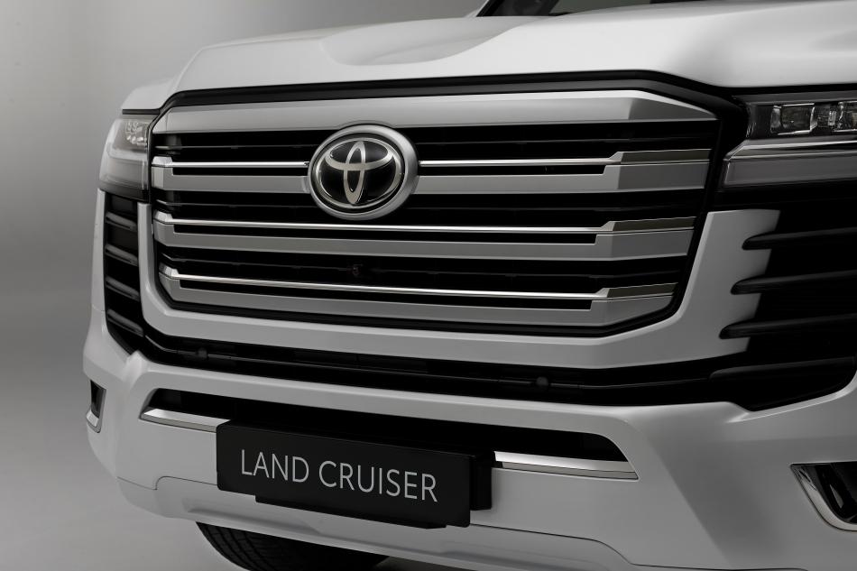Абсолютно новый Toyota Land Cruiser 300: премьера года