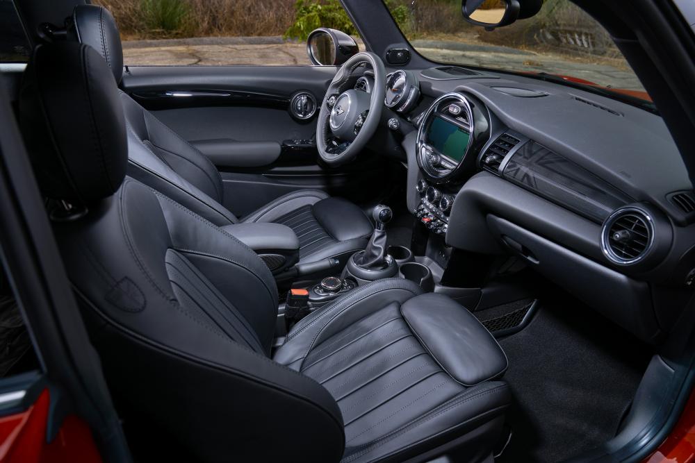 Mini Hatch 3 поколение F56 [рестайлинг] (2018) Хэтчбек 5 дв. интерьер