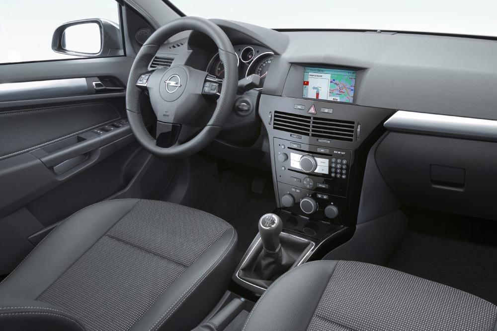 Opel Astra H [рестайлинг] (2006-2014) Хэтчбек 5 дв. интерьер