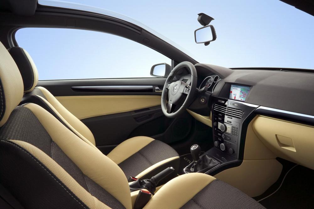 Opel Astra 3 поколение H (2005-2007) Хэтчбек 3 дв. GTC интерьер