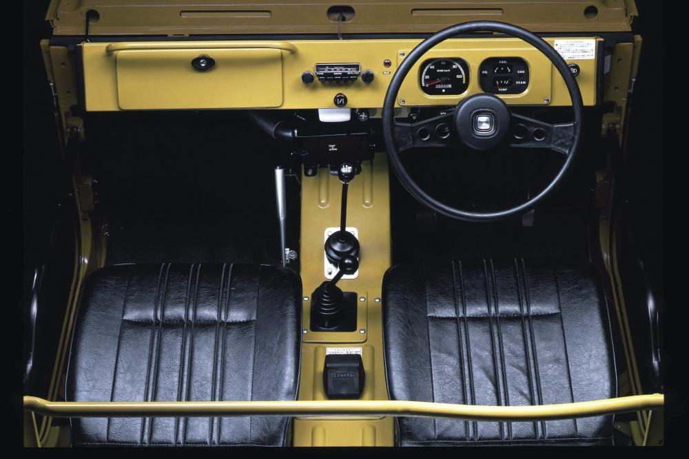 Suzuki Jimny 1 поколение (1970-1981) Внедорожник 3 дв. интерьер