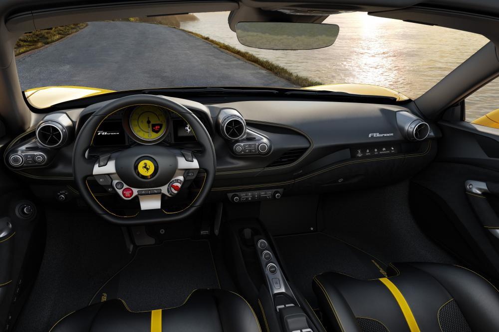 Ferrari F8 Tributo 1 поколение (2019) Родстер Spider интерьер