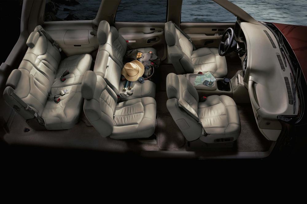 Chevrolet Tahoe 2 поколение GMT800 интерьер