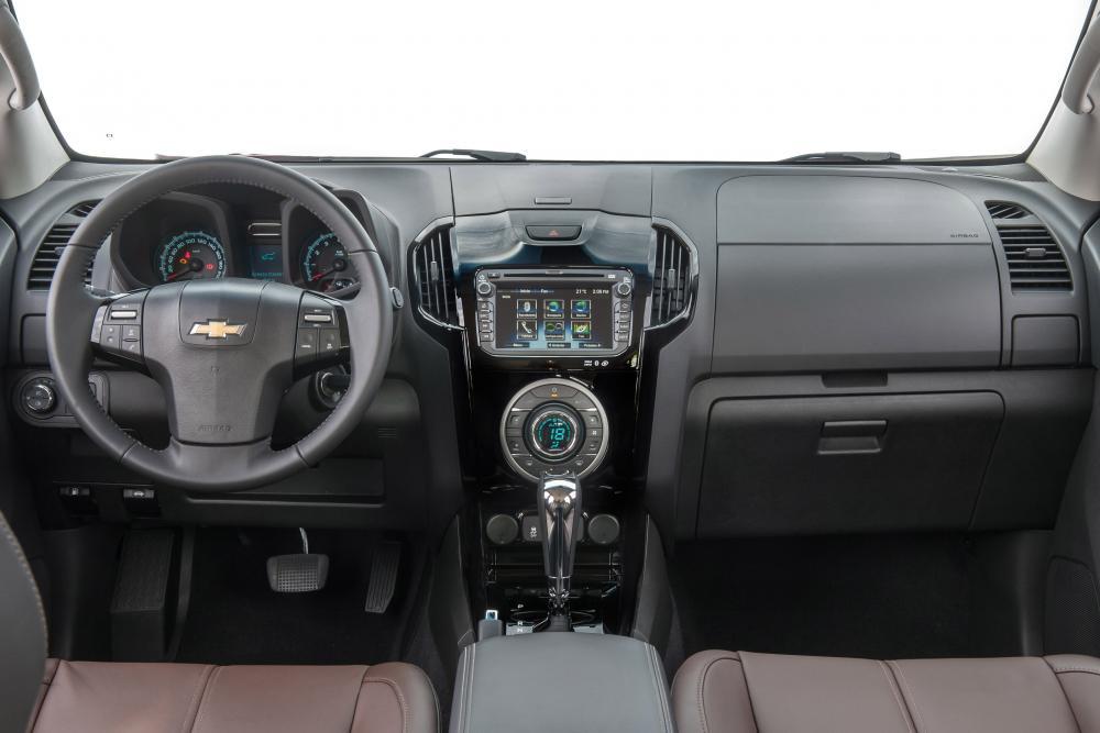 Chevrolet TrailBlazer 2 поколение Внедорожник интерьер