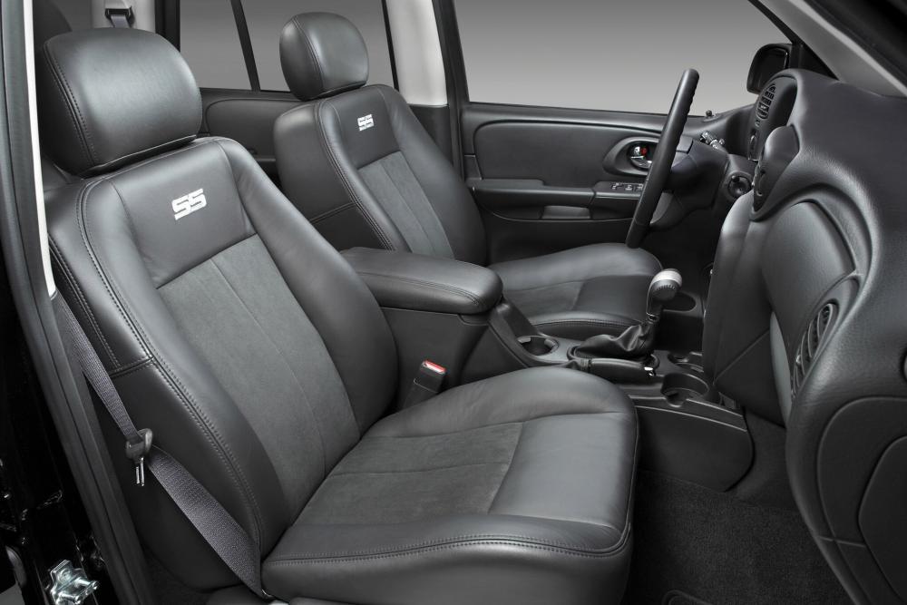 Chevrolet TrailBlazer 1 поколение рестайлинг (2005-2009) SS внедорожник интерьер