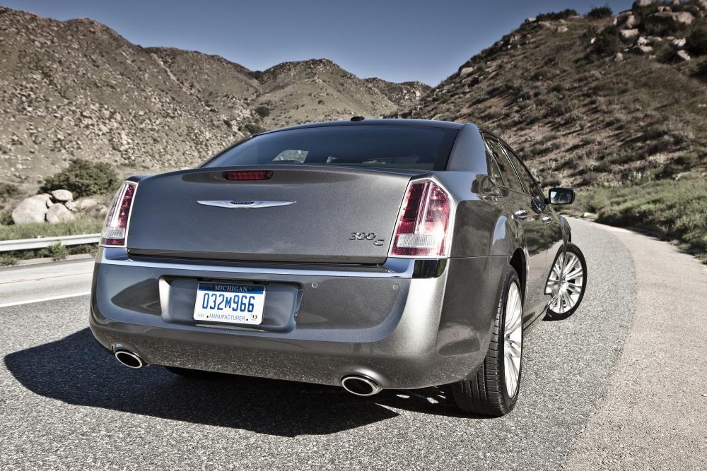 Chrysler 300C 2 поколение (2011-2014) Седан 4-дв.