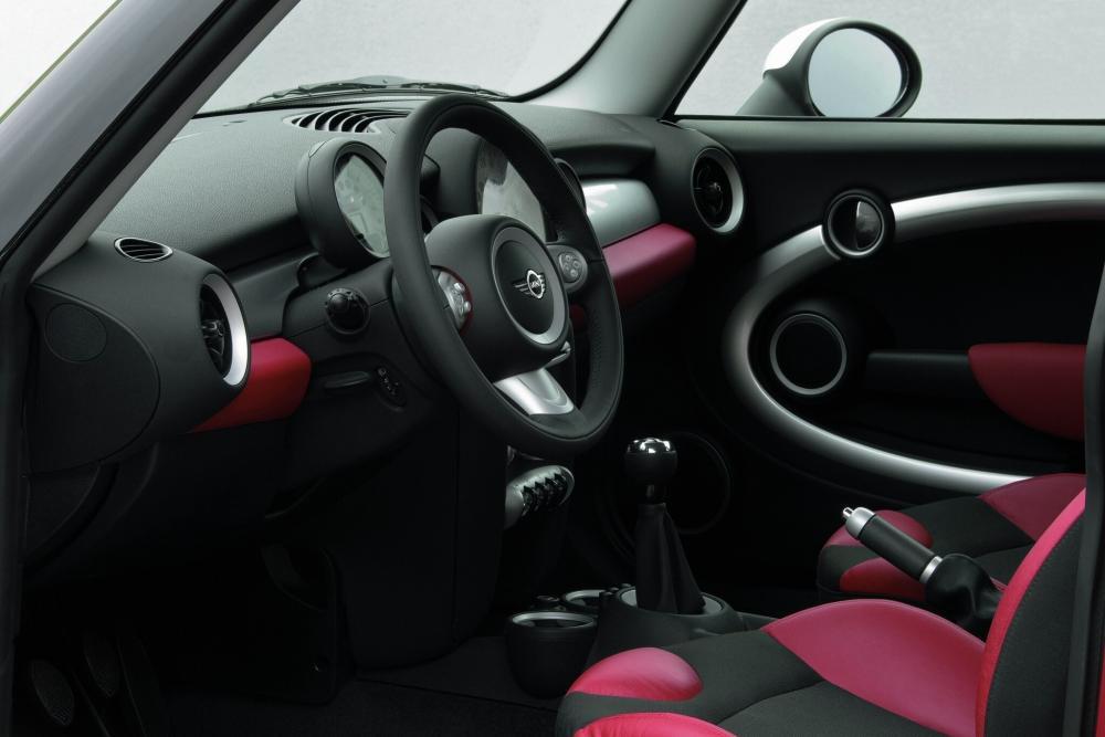 Mini Hatch R56 (2006-2010) Хетчбэк 3-дв. интерьер