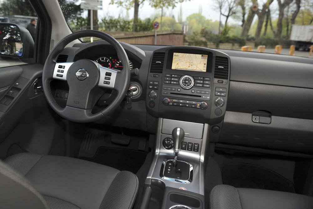 Nissan Navara D40 [рестайлинг] (2010-2015) Пикап Двойная кабина интерьер