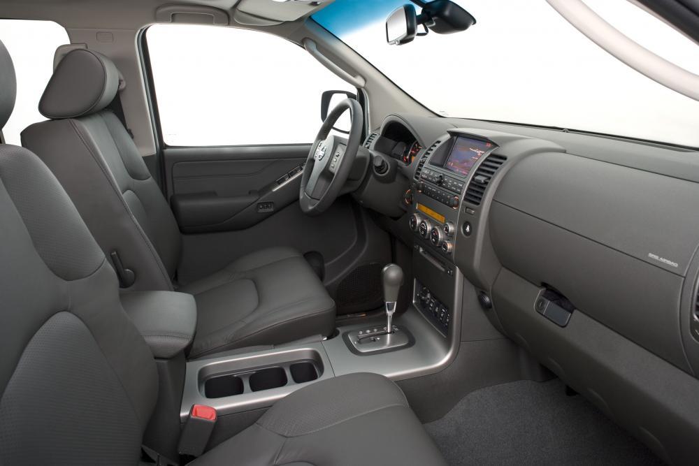 Nissan Navara D40 (2005-2010) Пикап Двойная кабина интерьер