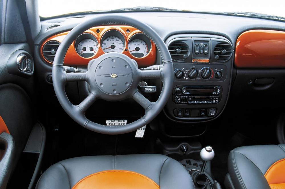 Chrysler PT Cruiser 1 поколение (2000-2006) Хетчбэк интерьер