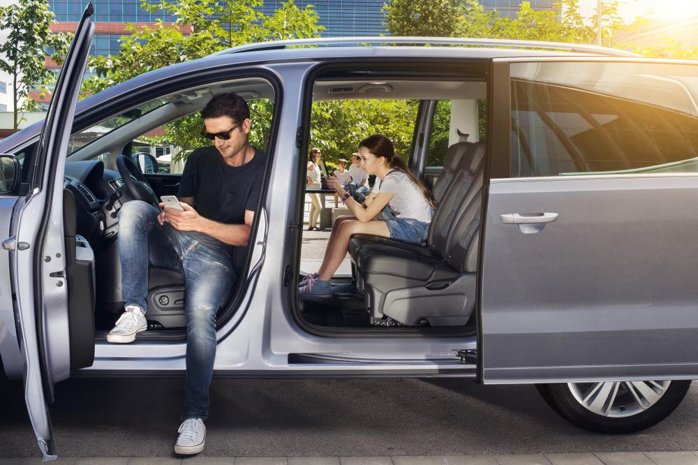 SEAT Alhambra 2 поколение рестайлинг Минивэн интерьер