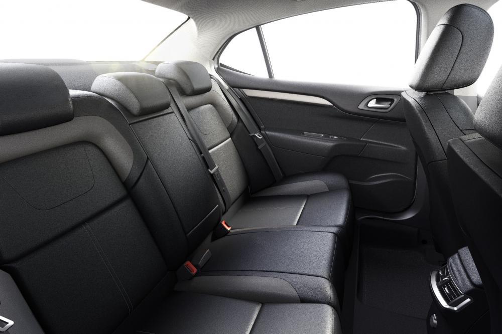 Citroen C4 2 поколение рестайлинг Седан интерьер