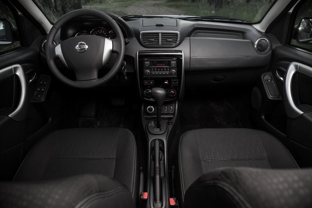 Nissan Terrano 3 поколение рестайлинг интерьер