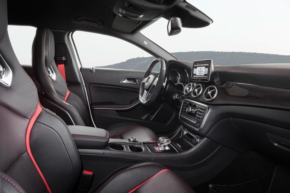 Mercedes-AMG GLA X156 (2014-) Внедорожник 5-дв. интерьер