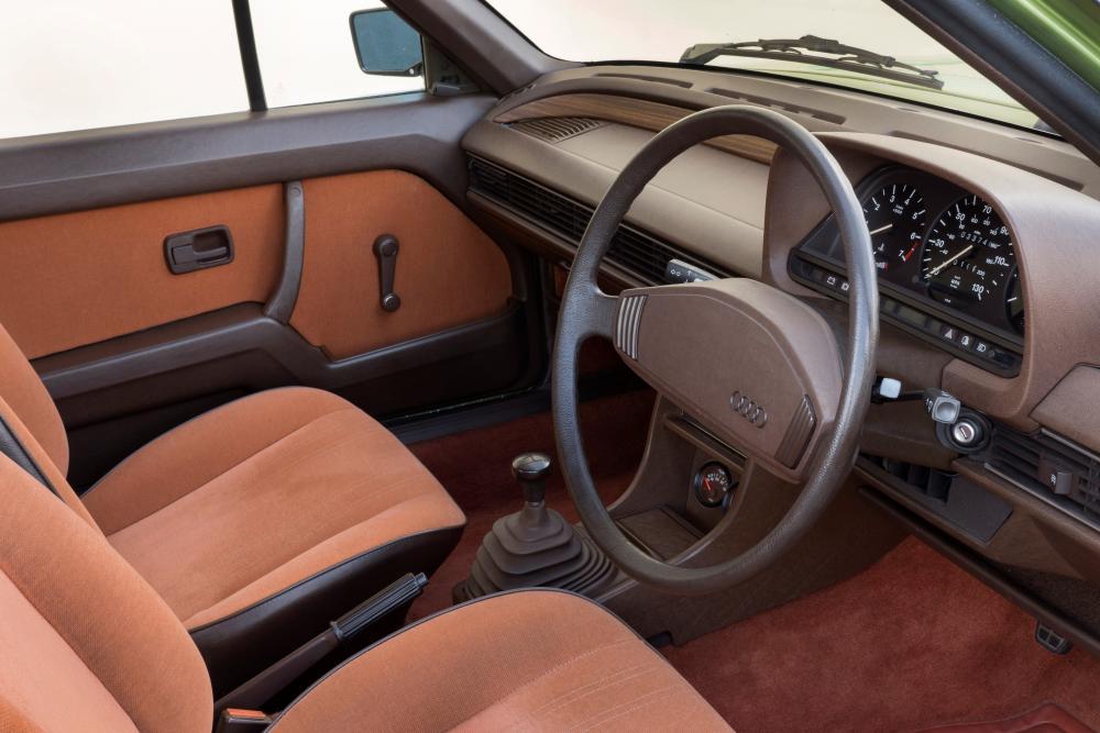 Audi 100 С2 (1976-1980) Седан интерьер