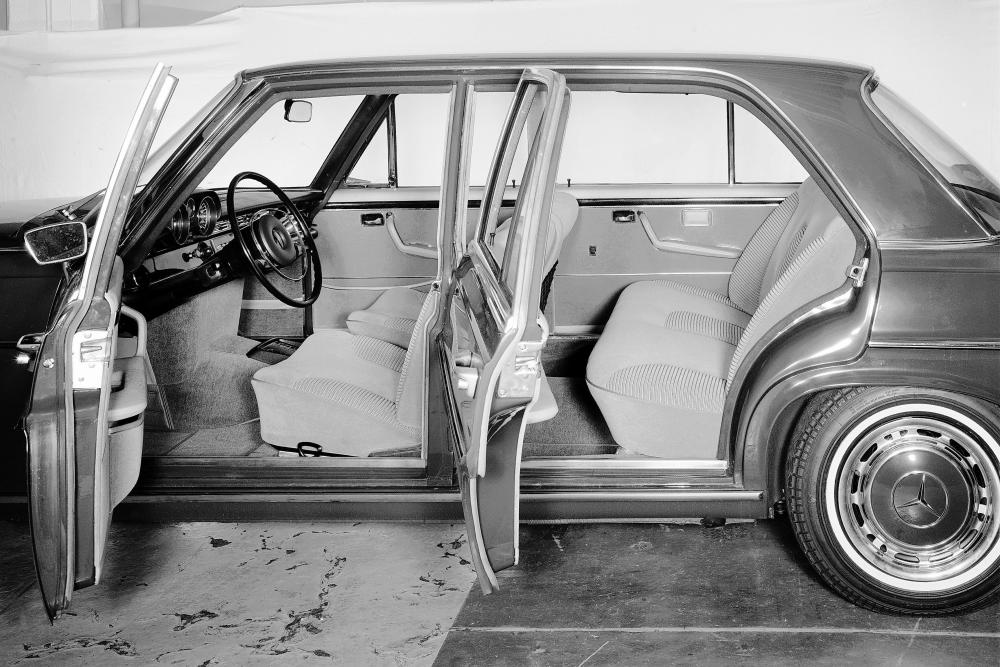 Mercedes-Benz W108 1 поколение (1965-1973) Седан интерьер