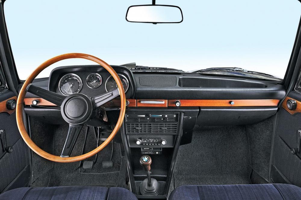 BMW New Class 2000 (1966-1972) Седан интерьер