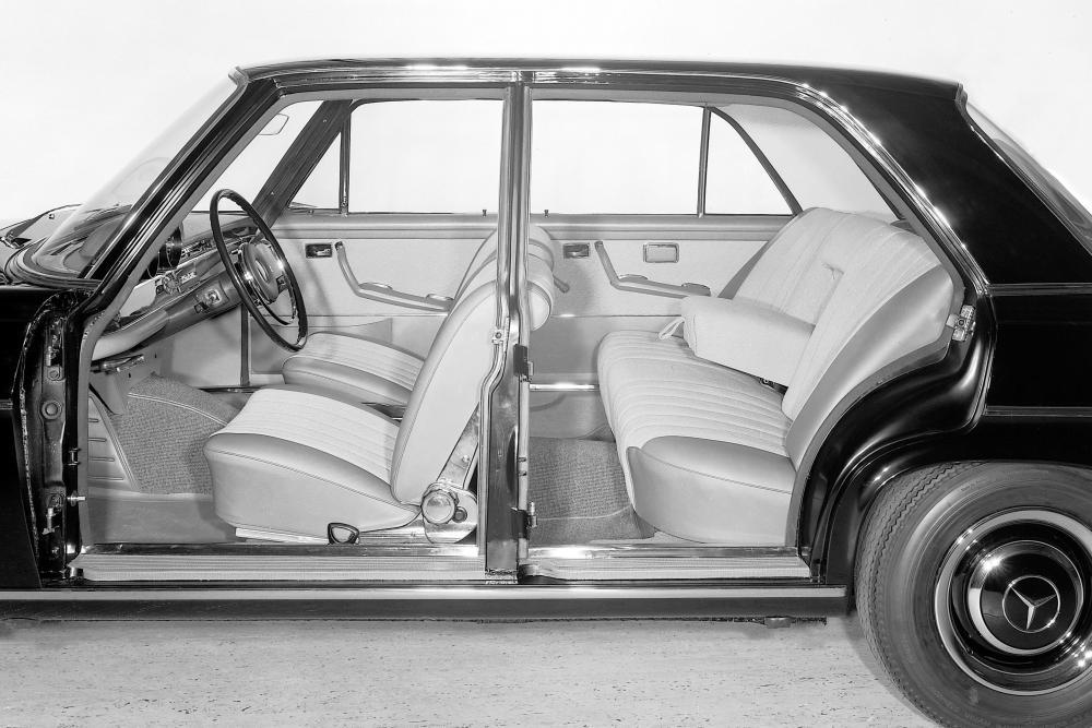Mercedes-Benz W111 1 поколение (1959-1968) Седан интерьер
