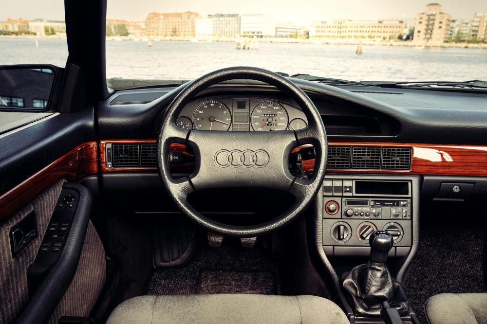 Audi 100 С3 [рестайлинг] (1988-1990) Седан интерьер