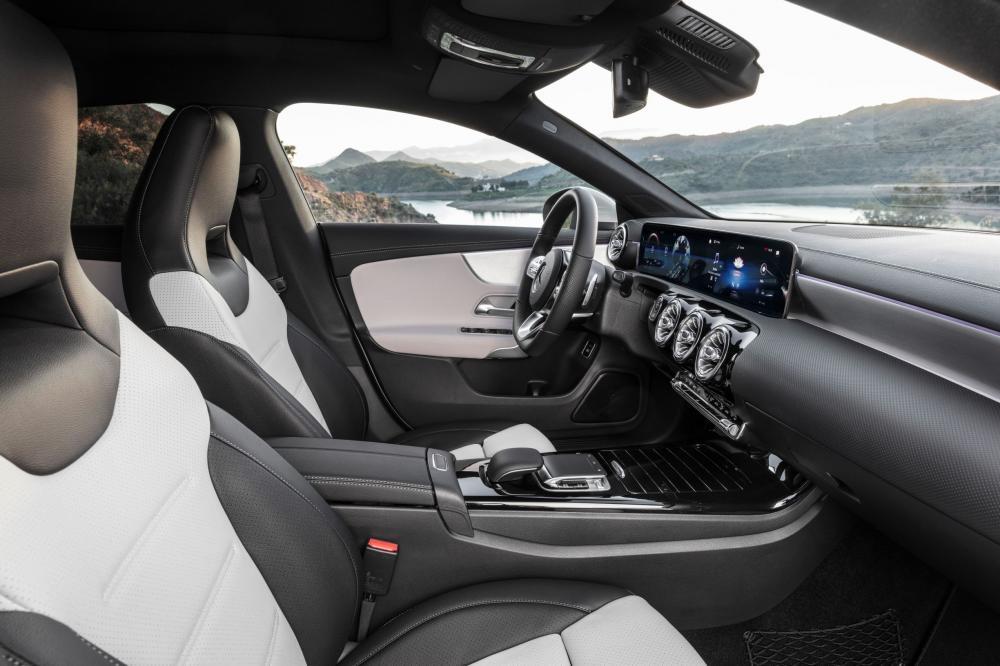 Mercedes-Benz CLA-Класс C118 (2019) Универсал интерьер