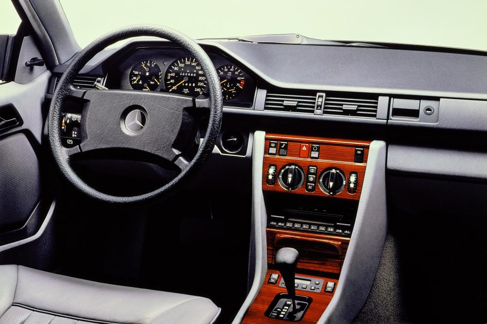 Mercedes-Benz E-Класс W124 рестайлинг (1987-1993) Купе интерьер