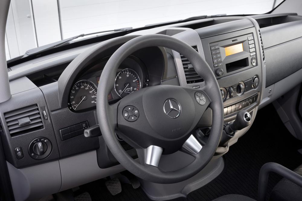 Mercedes-Benz Sprinter W906 рестайлинг Фургон интерьер