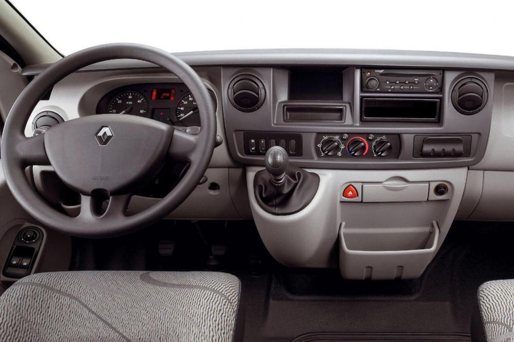 Renault Master 2 поколение рестайлинг панель приборов