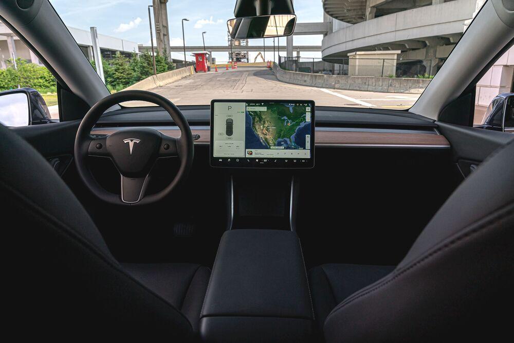 Tesla Model Y 1 поколение (2020) Кроссовер интерьер
