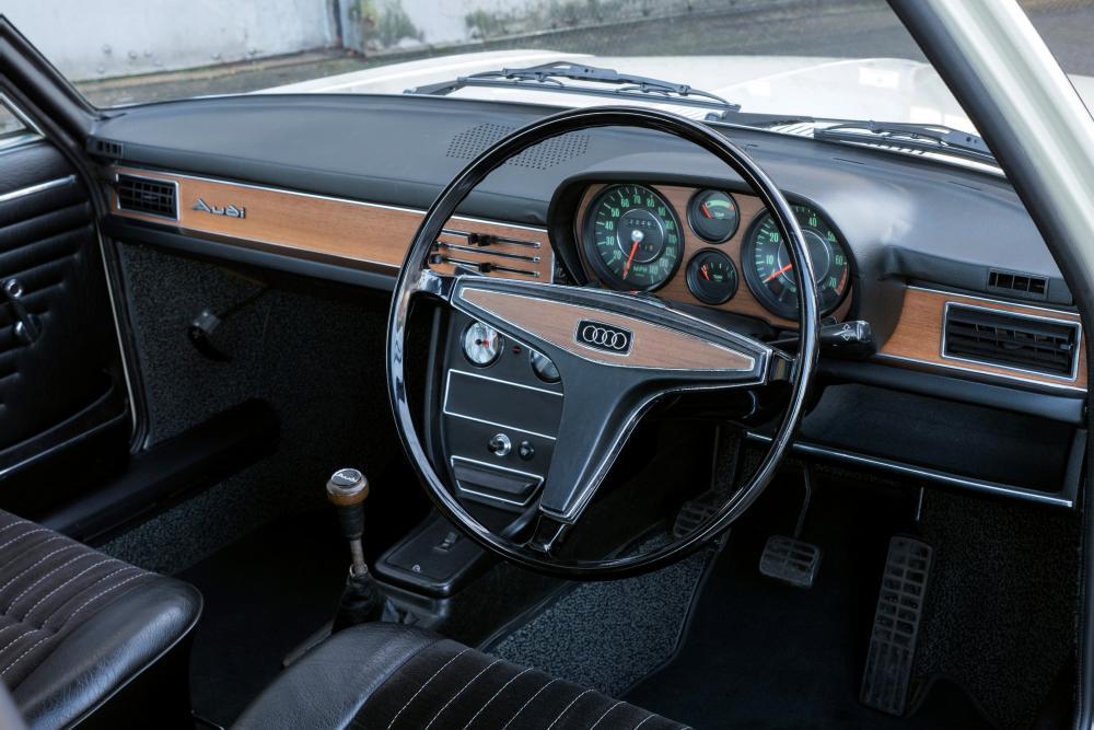 Audi 100 С1 (1968-1972) Седан 2-дв. интерьер