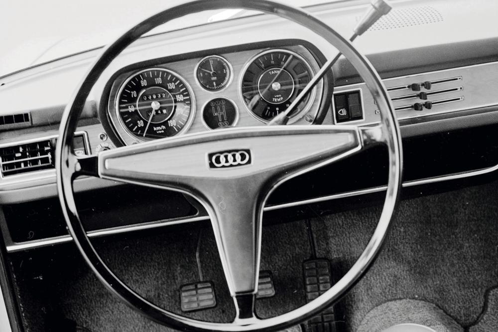 Audi 100 С1 (1968-1972) Седан 4-дв. интерьер