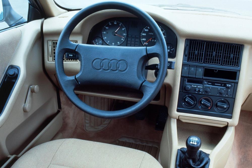 Audi 80 8A/B3 (1986-1991) Седан интерьер