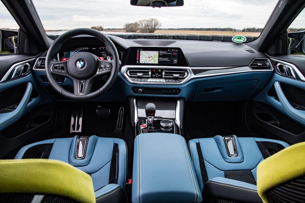 BMW M4 G82 (2020) Купе интерьер