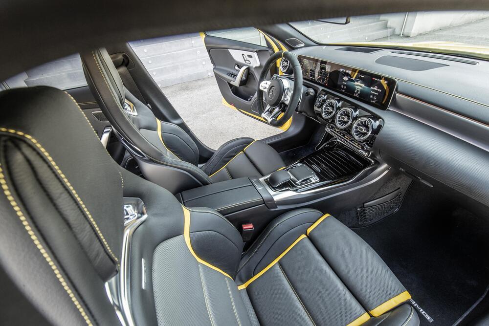 Mercedes-Benz A-Класс W177 AMG хетчбэк интерьер