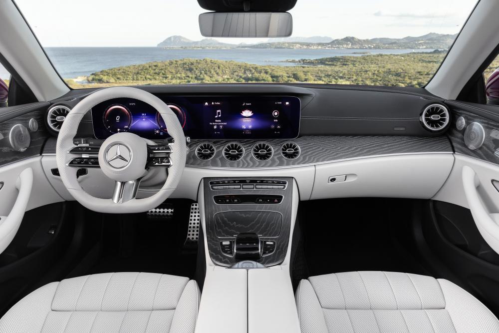 Mercedes-Benz E-Класс A238 [рестайлинг] (2020) Кабриолет интерьер