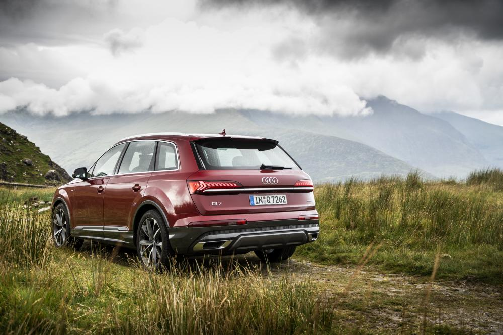 Audi Q7 2 поколение рестайлинг вид сзади