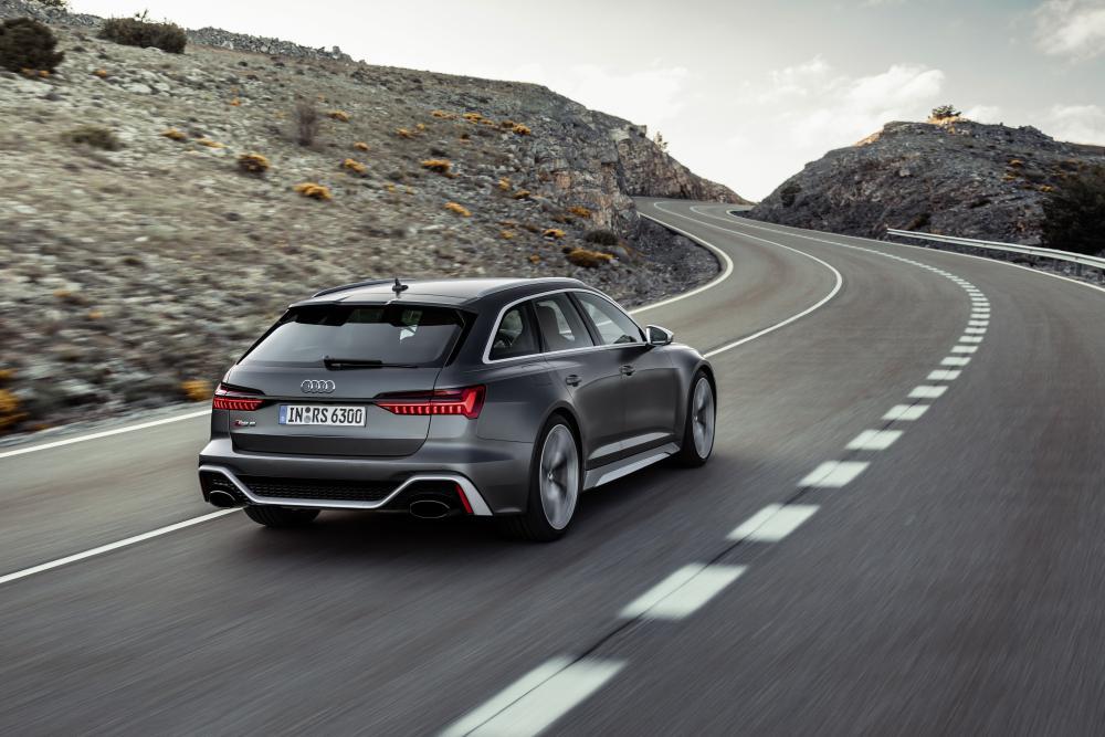 Audi RS Avant 6 C8 4 поколение динамика вид сзади
