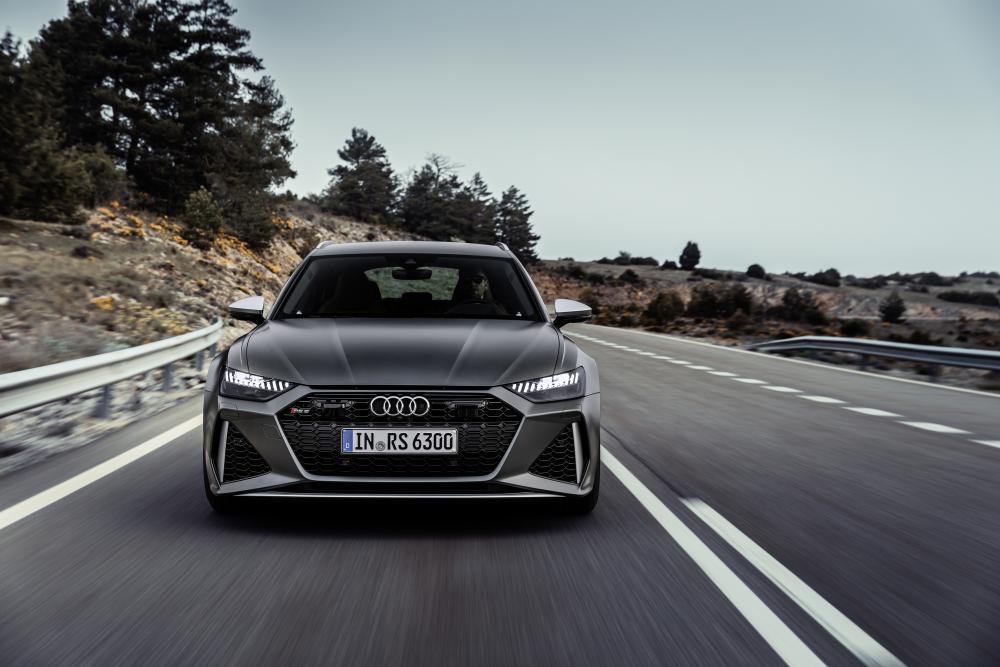 Audi RS Avant 6 C8 4 поколение вид спереди динамика