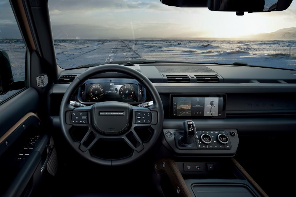 Land Rover Defender 2 поколение интерьер, передняя панель