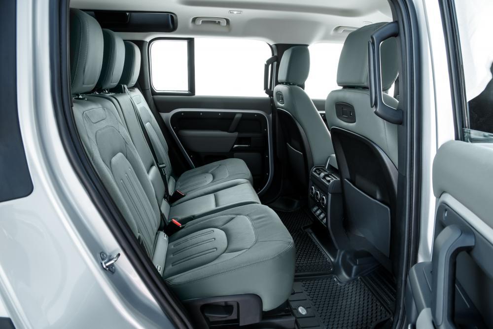 Land Rover Defender 2 поколение 110 5-дв. интерьер