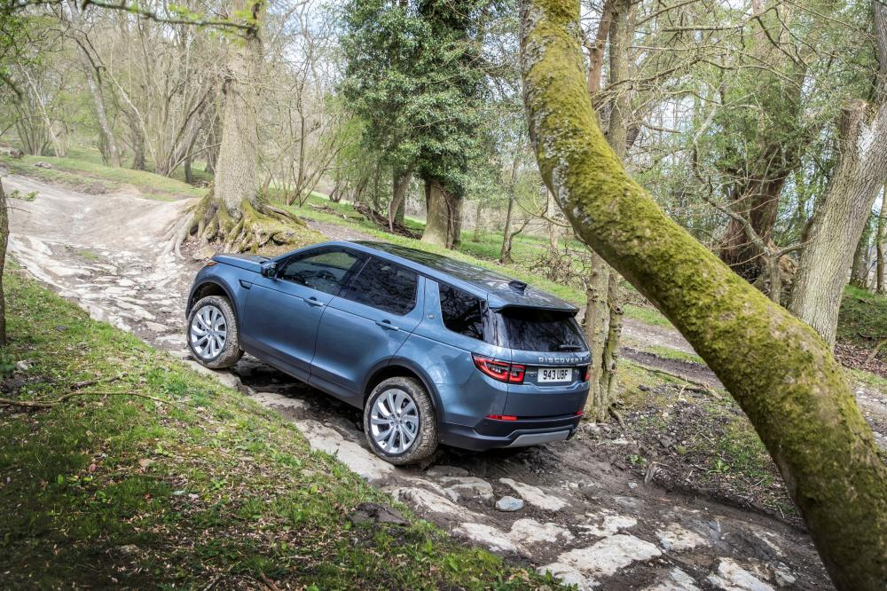 Land Rover Discovery Sport 2 поколение вид сзади