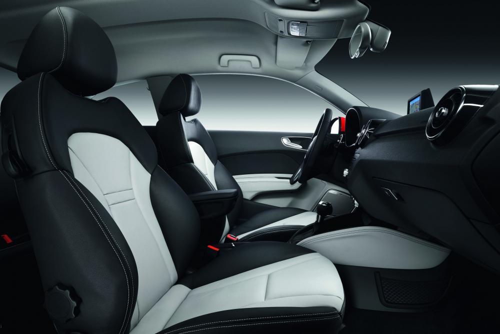 Audi A1 1 поколение 8X (2010-2014) Хетчбэк 3-дв. интерьер