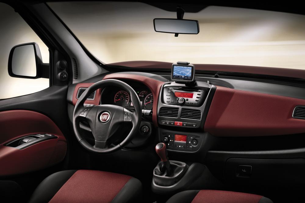 Fiat Doblo 2 поколение Минивэн 4-дв. интерьер