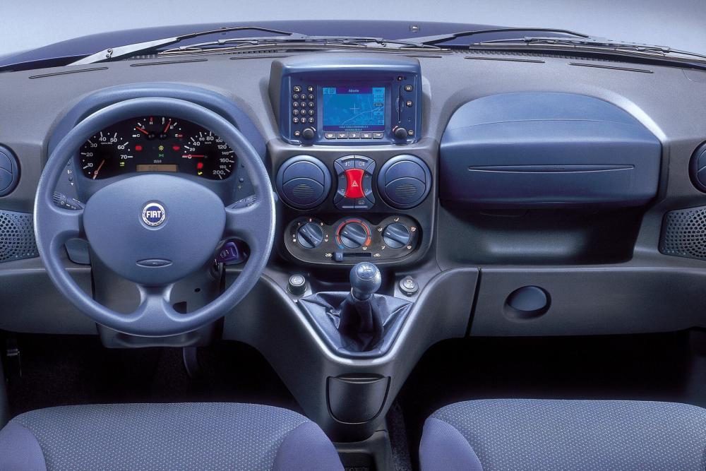 Fiat Doblo 1 поколение Минивэн интерьер, торпедо