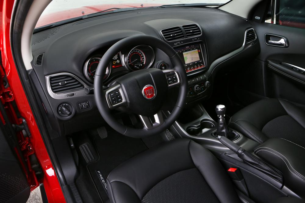 Fiat Freemont 1 поколение (2011-2016) Кроссовер интерьер
