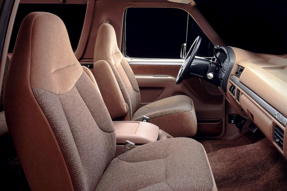 Ford Bronco 5 поколение (1992-1996) Внедорожник интерьер